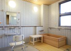施設写真:ひのき浴槽